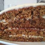 Морковный торт сгрецкими орехами и корицей