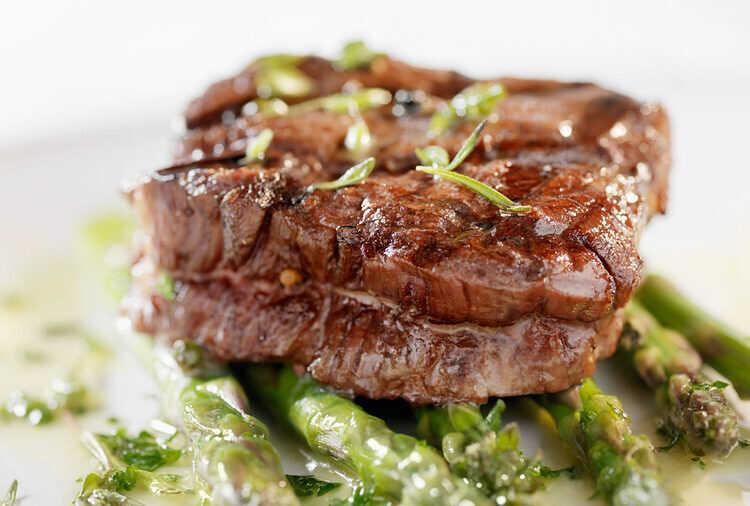 Как запекать мясо, чтобы оно оставалось сочным и нежным