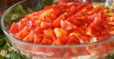salat-chikago-s-kopchenoj-kuricej