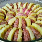 Потрясающе вкусный картофель с фаршем в духовке