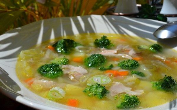 kurinyj-sup-s-brokkoli