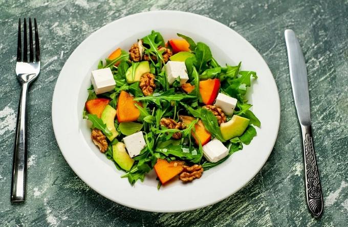 salat-s-xurmoj-i-avokado