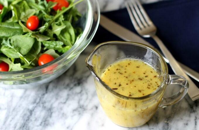 zapravka-dlya-salata-s-apelsinovym-sokom-i-gorchicej