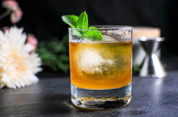koktejl-s-viski-i-myatoj