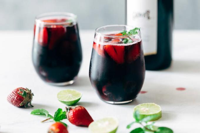 yagodnyj-koktejl-s-vinom