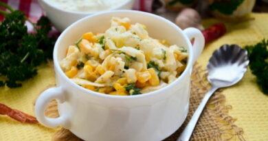 salat-s-cvetnoj-kapustoj-kukuruzoj-i-syrom