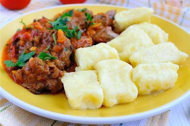 tushenoe-myaso-s-kartofelnymi-kleckami