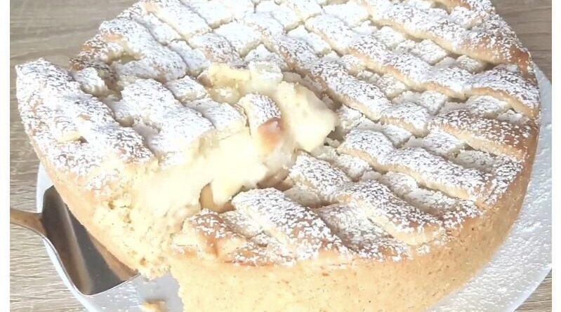 Песочный пирог с яблоками и заварным кремом.