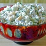 Легкий и нежный салат с рыбными консервами – идеальное блюдо, которое вы можете соорудить на скорую руку, если гости вот-вот у вас на пороге.