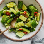 kitajskij-salat-iz-bityx-ogurcov