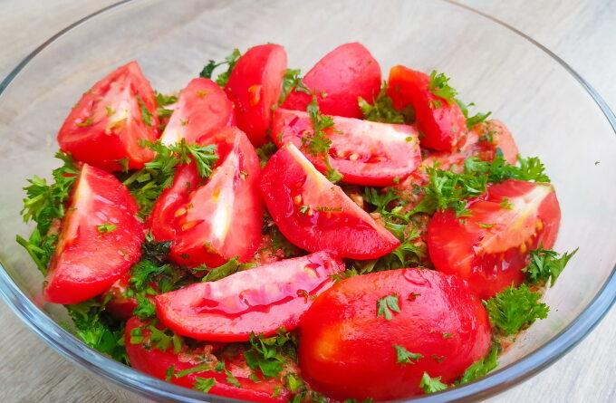 marinovannye-pomidory-s-myatoj