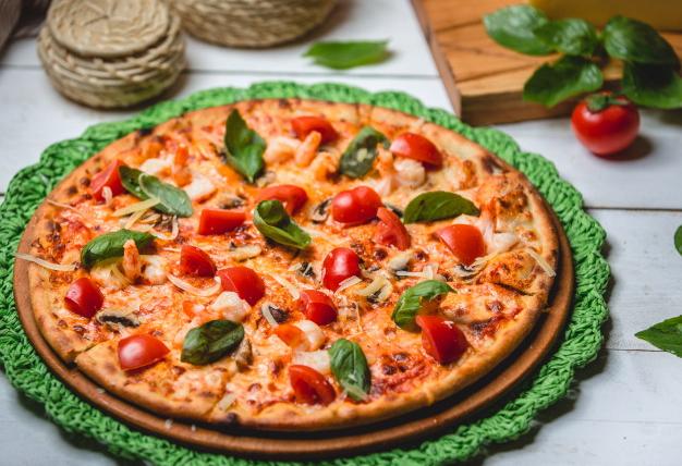 pizza-s-kuricej-pomidorami-i-syrom