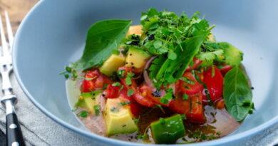 salat-s-avokado-i-pomidorami