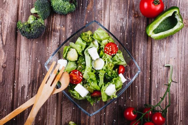 salat-s-kapustoj-yajcami-i-avokado