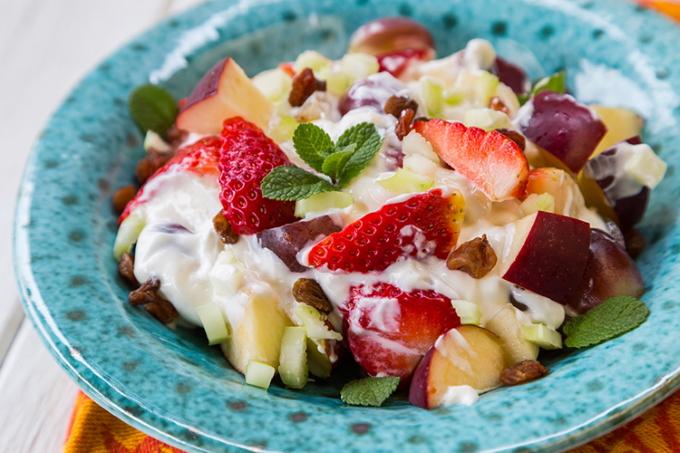 fruktovyj-salat-s-yogurtom