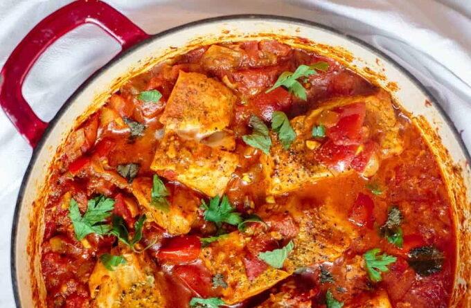 ryba-s-ovoshami-i-tomatnym-sousom