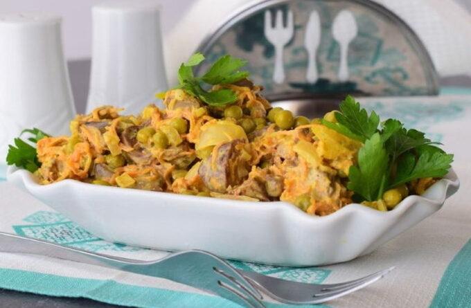 salat-s-pechenyu-i-ovoshami