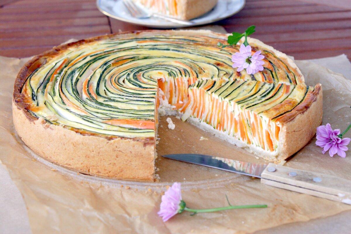Это просто чудо какое то, этот Киш, просто чудо! Кабачки, морковь, заливка. Хрустящее песочное тесто. С началом овощного сезона!