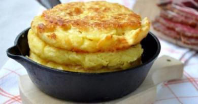 Кукурузные лепешки с сыром: на завтрак к чаю или кофе.