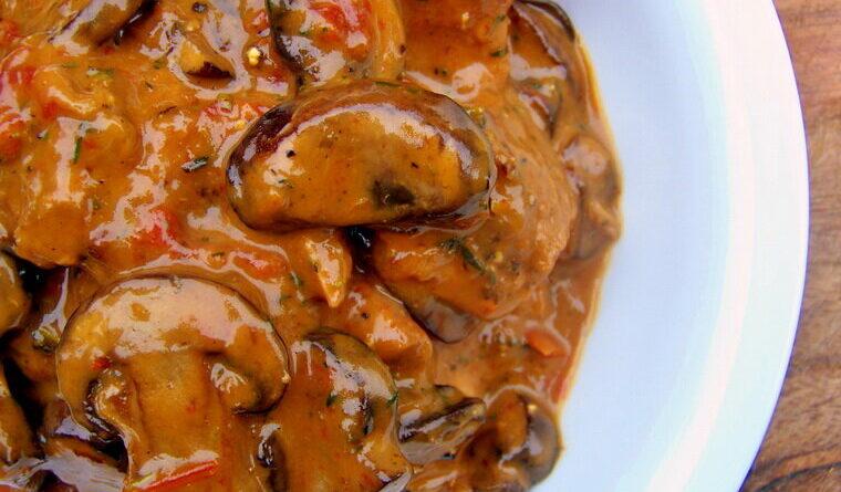 Грибной гуляш — вкусно, сытно и без грамма мяса