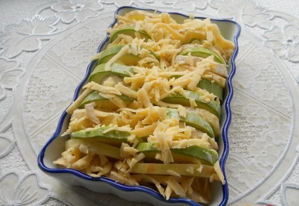Молодой картофель запеченный с кабачками и шампиньонами