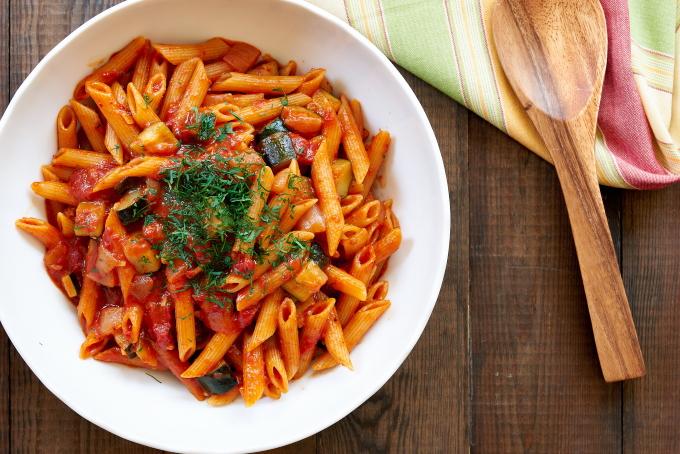 makarony-s-kabachkami-i-pomidorami