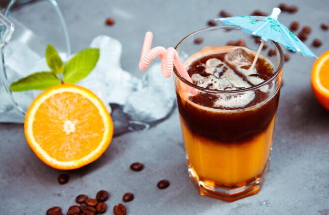 xolodnyj-koktejl-s-kofe-i-apelsinovym-sokom