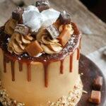 morkovnyj-tort-s-karamelyu-i-chizkejkom