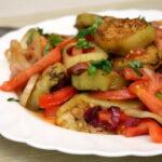 teplyj-salat-s-ovoshami