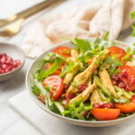 kurinyj-salat-s-ovoshami-i-granatom