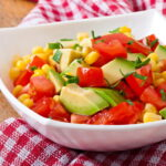 salat-s-avokado-pomidorami-i-kukuruzoj