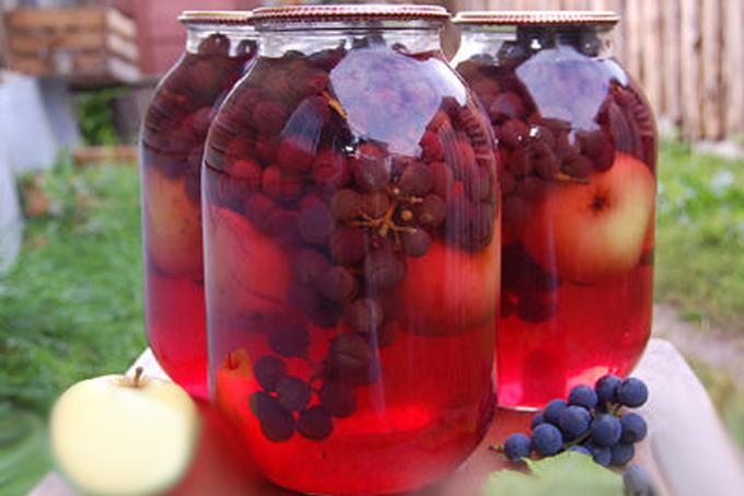 kompot-iz-yablok-i-vinograda