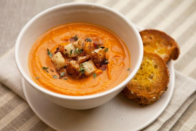 krem-sup-iz-sladkogo-kartofelya