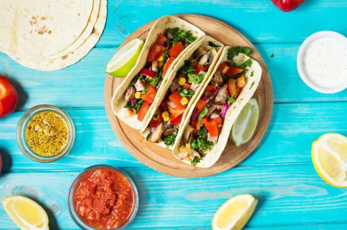 meksikanskij-salat-s-kuricej