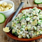myasnoj-salat-s-shampinionami-i-ogurcami