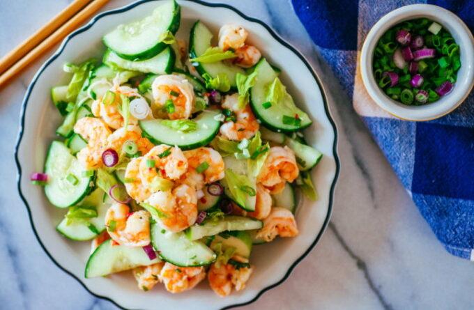 salat-s-krevetkami-ogurcami-i-myatoj