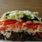 salat-s-kuricej-gribami-i-morkovyu-po-korejski