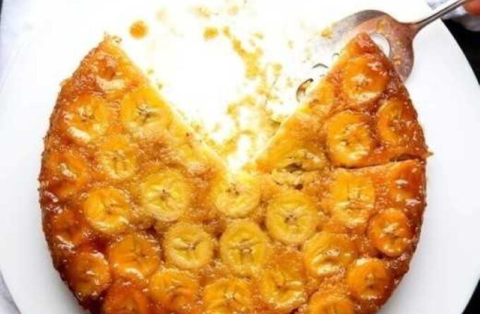 zalivnoj-pirog-s-bananami