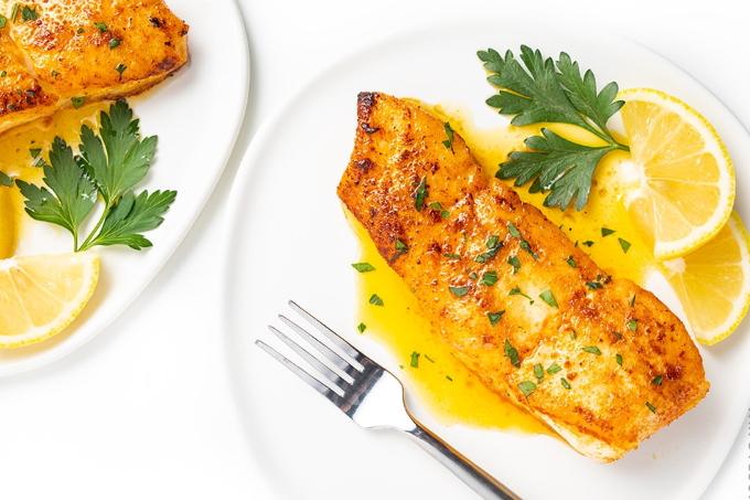 zharenaya-ryba-s-limonnym-sousom