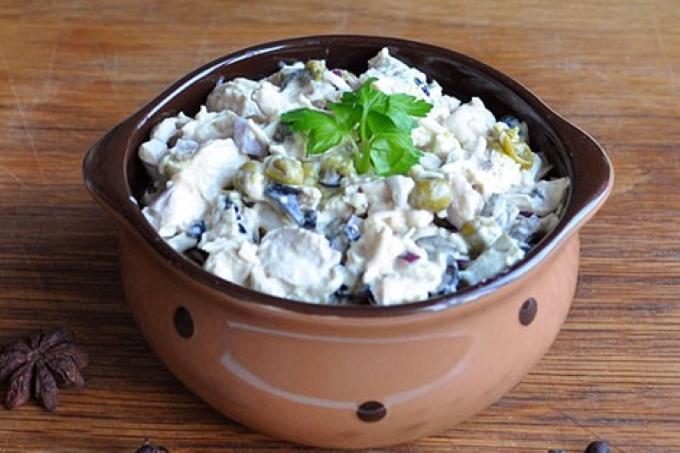 salat-s-kuricej-i-maslinami