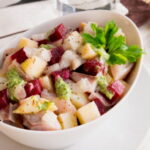 salat-s-marinovannoj-seldyu-i-ovoshami