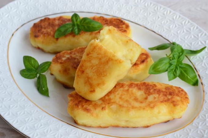 kartofelnye-pirozhki-s-syrom