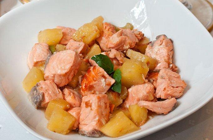 losos-zharenyj-s-ananasami