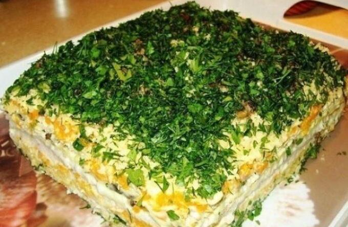 novogodnij-tort-salat