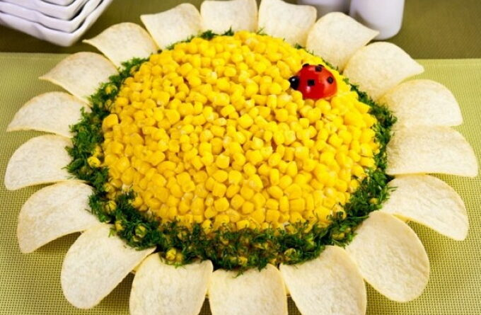 salat-romashka-s-chipsami