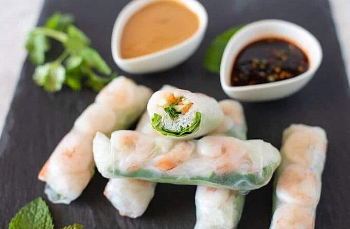 spring-rolly-s-krevetkami-i-ovoshami