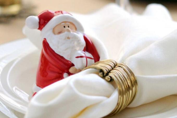 kak-slozhit-salfetki-dlya-novogodnego-stola