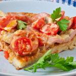 kartofelnaya-picca-s-kolbasoj-i-pomidorami