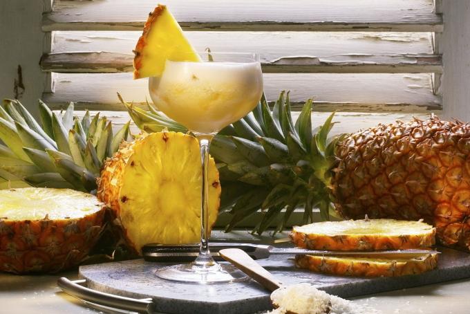 koktejl-s-shampanskim-i-ananasami