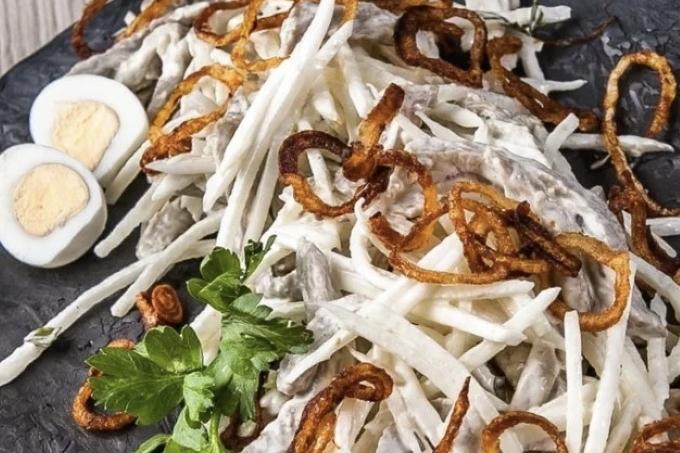 myasnoj-salat-s-redkoj